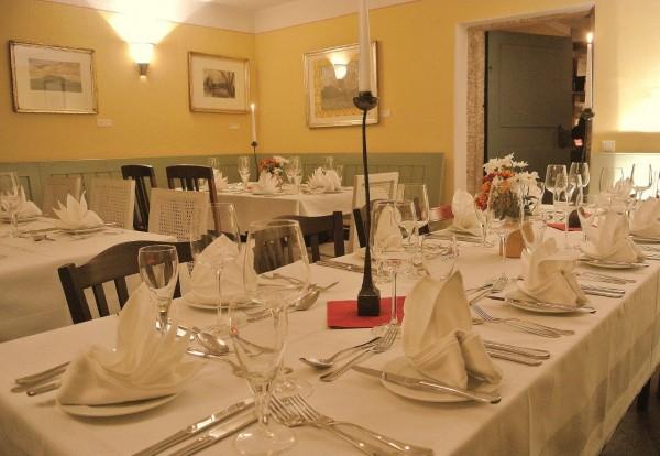 Gastraum im Weinhaus Aust