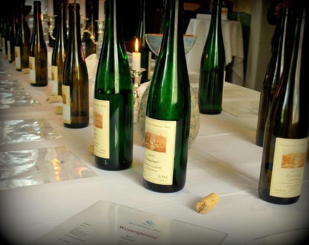 Bei der Jungweinprobe erhalten Sie durch unsere Winzer und Karl Friedrich Aust  Auskunft über den Anbeu im Weinberg und die Weinherstellung im Weinkeller.